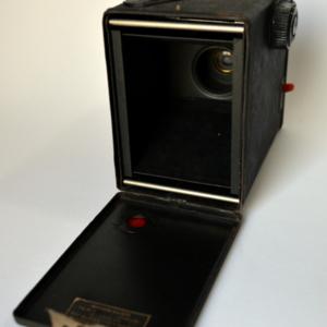 OBJ0013-camera-exacta-triumph-traseira-aberta.jpg